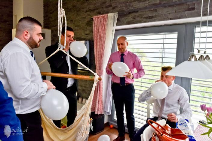 svadobne pripravy druzbovia balony fukanie