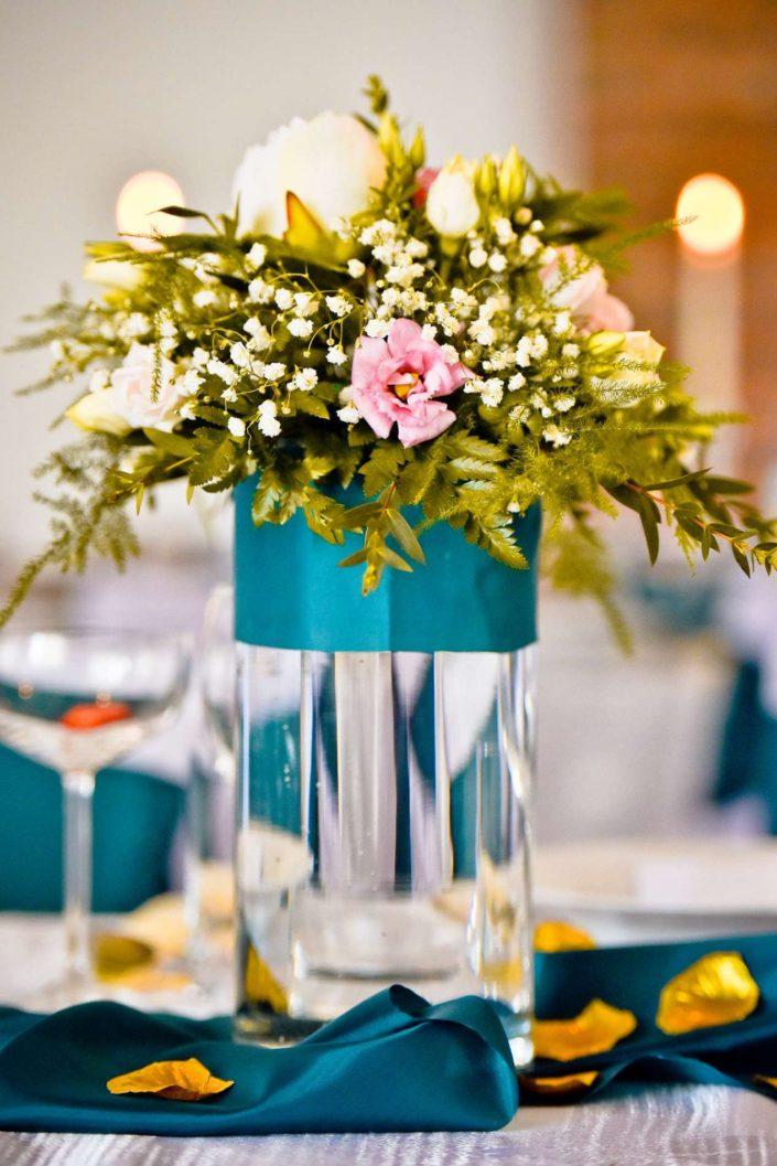 svadobna vyzdoba tyrkysova farba kvety