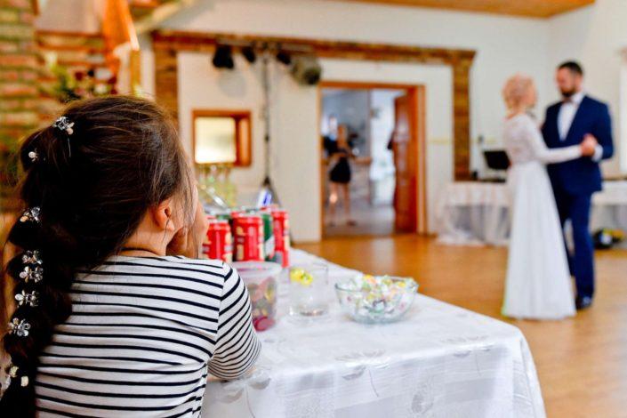 kreativny svadobny fotograf prvy mladomanzelsky tanec