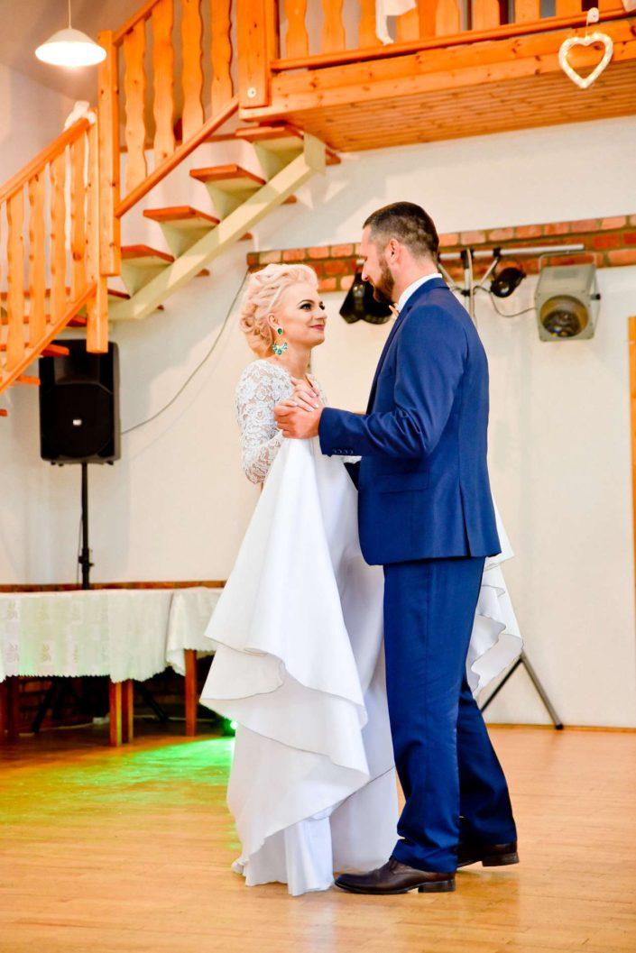 svadobny tanec fotograf nevesta zenich saty oblek modry